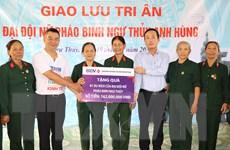 Ban Biên tập tin Kinh tế-TTXVN tri ân Đại đội nữ pháo binh Ngư Thủy