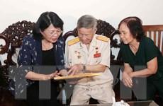 Phó Chủ tịch nước Đặng Thị Ngọc Thịnh thăm gia đình người có công