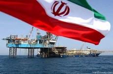 Iran kêu gọi các nước mua thêm dầu, sẵn sàng đàm phán với Saudi Arabia