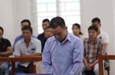 Chuyện hy hữu: Chống gậy đến tòa xin giảm án cho con rể giết vợ