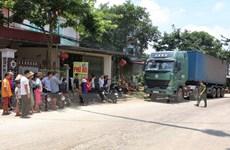 Phú Thọ: Dân vậy chặt, ngăn xe chở rác rò rỉ nước thải vào khu xử lý