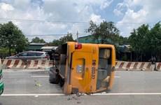 Lật xe khách ở Bình Dương khiến nhiều người bị thương, hoảng loạn