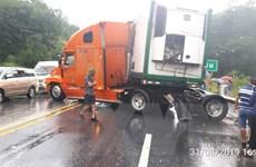 Tai nạn liên hoàn giữa 3 xe ôtô trên cao tốc Nội Bài-Lào Cai