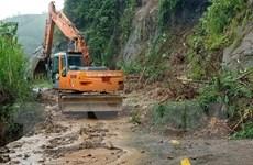 Hòa Bình: Sạt lở đất đá do mưa lũ, Quốc lộ 6 ách tắc nhiều giờ