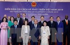 Thủ tướng tiếp các chuyên gia dự Diễn đàn Cải cách-Phát triển Việt Nam
