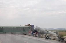 Nghệ An: Tai nạn đường sắt khiến bốn toa tàu hàng bị lật