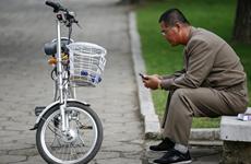 Ngành kinh doanh điện thoại ở Triều Tiên đang lách trừng phạt thế nào?