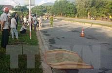 Xe chở gỗ mất lái đâm vào nhóm người tập thể dục, 2 người thương vong