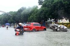 Hình ảnh người dân Nghệ An vật lộn trong mưa lớn, ngập lụt