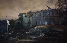 Mỹ: Bão mạnh quét qua Dallas, hàng trăm nghìn nhà mất điện