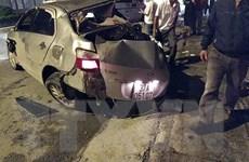 Nghệ An: Xe giường nằm đâm xe ôtô con, 3 người chết tại chỗ