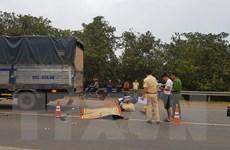Bình Phước: Xe máy đâm vào đuôi xe tải, 2 người thương vong