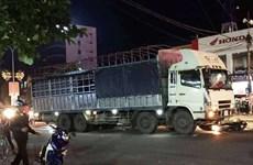 Nghệ An: Xe tải va chạm với xe máy, 2 người thương vong