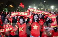 Cổ động viên Việt Nam sung sướng với tấm HCV của U22 Việt Nam