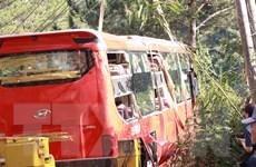 Lâm Đồng: Xe khách lao xuống vực 15 người may mắn thoát nạn