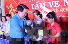 Tặng hơn 12.000 vé xe, vé tàu cho công nhân về quê đón Tết