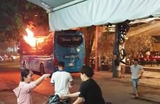 TP.Hồ Chí Minh: Một xe khách bất ngờ cháy rụi khi chờ khởi hành