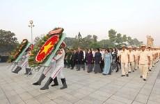 Lãnh đạo TP.Hồ Chí Minh dâng hương tưởng niệm các anh hùng liệt sỹ