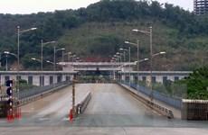 Tạm dừng xuất hàng theo chính sách cư dân qua cửa khẩu Quốc tế Lào Cai