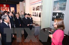 """Trưng bày """"90 năm Đảng cộng sản Việt Nam - Những mốc son lịch sử"""""""