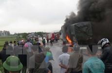 Cháy xe chở hàng trên đường tránh Vinh, ách tắc giao thông kéo dài