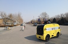 """Trung Quốc đẩy mạnh triển khai robot giao hàng trong """"bão"""" COVID-19"""