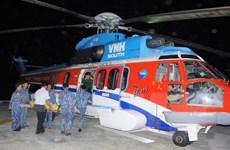 Đưa hai ngư dân gặp nạn ở Trường Sa về đất liền cấp cứu ngay trong đêm