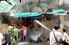 Thành phố Hồ Chí Minh: Giải cứu kịp thời người mắc kẹt trong đám cháy