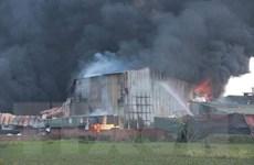 Hà Nội: Khống chế vụ cháy tại kho xưởng ở huyện Hoài Đức
