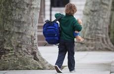 Thủ tướng Anh quyết định đóng cửa trường học toàn quốc