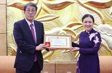 Trao kỷ niệm chương tặng Đại sứ Nhật Bản tại Việt Nam