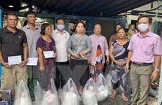 Thăm hỏi, hỗ trợ 8 gia đình có nhà bị cháy tại thành phố Long Xuyên