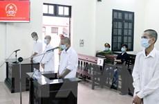 Bốn đối tượng lĩnh án tù giam vì hành hung cán bộ phòng, chống dịch