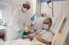 Diễn biến COVID-19 đến 8h sáng 27/4: Số ca tử vong giảm tại nhiều nước