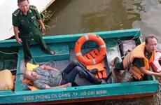 Lực lượng Biên phòng cứu một người Mỹ gặp nạn trên sông Sài Gòn