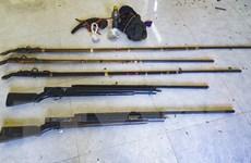 Thu giữ 5 khẩu súng của nhóm người nghi khai thác lâm sản trái phép
