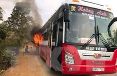 Đắk Lắk: Xe khách giường nằm bốc cháy dữ dội do kẹt phanh