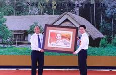 Thủ tướng ký phát hành bộ tem kỷ niệm 130 năm Ngày sinh Bác Hồ