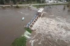 [Video] Khoảnh khắc vỡ đập kinh hoàng ở bang Michigan của Mỹ