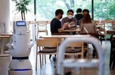 Quán càphê Hàn Quốc thuê robot để đảm bảo giãn cách xã hội