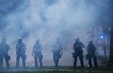 Bạo động chủng tộc ở Mỹ: Cảnh sát và người biểu tình đụng độ dữ dội