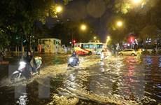 """Đường phố Hà Nội đã rút hết nước ngập sau cơn """"mưa vàng"""""""