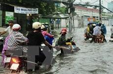Thành phố Hồ Chí Minh lại ngập nặng sau cơn mưa kéo dài 2 giờ