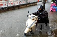 Mưa lớn gây ngập nặng nhiều tuyến đường ở thành phố Sóc Trăng