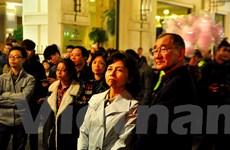 Hàng vạn người dân Hà Nội rạo rực đón chờ năm mới 2015