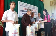 Đại Việt và Tràng An trao tặng 600 phần quà nhân ngày 27/7