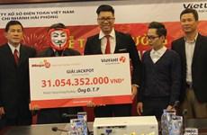 Khách hàng đầu tiên ở Hà Nội trúng Jackpot đã nhận gần 28 tỷ đồng
