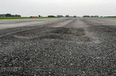 Bộ Giao thông lên tiếng vụ đường băng sân bay Nội Bài xuống cấp