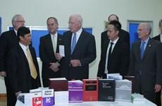 Đoàn Nghị sĩ Hoa Kỳ thăm các nạn nhân Dioxin tại Đà Nẵng