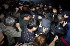 Thân nhân hành khách MH370 nghe lại băng ghi âm buồng lái